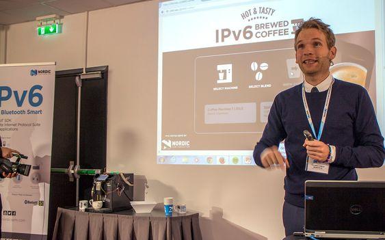 Kaffekoppen på nettet: Siv. ingeniør i elektro og direktør for produktutvikling i Nordic, Thomas Embla Bonnerud har ledet utviklingen av den nye IPv6-kapable Bluetoothbrikken som til og med kan limes på en kaffekopp for å fortelle kaffemaskinen hva eieren foretrekker.