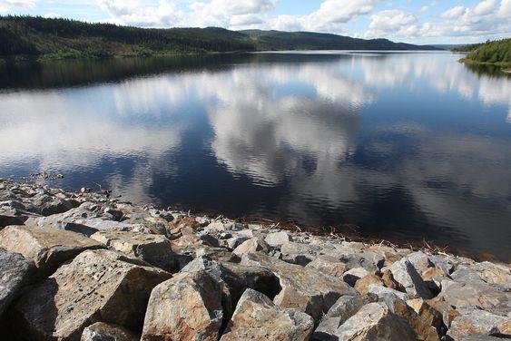 DOKKFLØYVANNET 20070720: Det er historisk mye vann i vannmagasinet i Dokkfløyvannet i Oppland fylke. Foto: Bjørn Sigurdsøn / SCANPIX