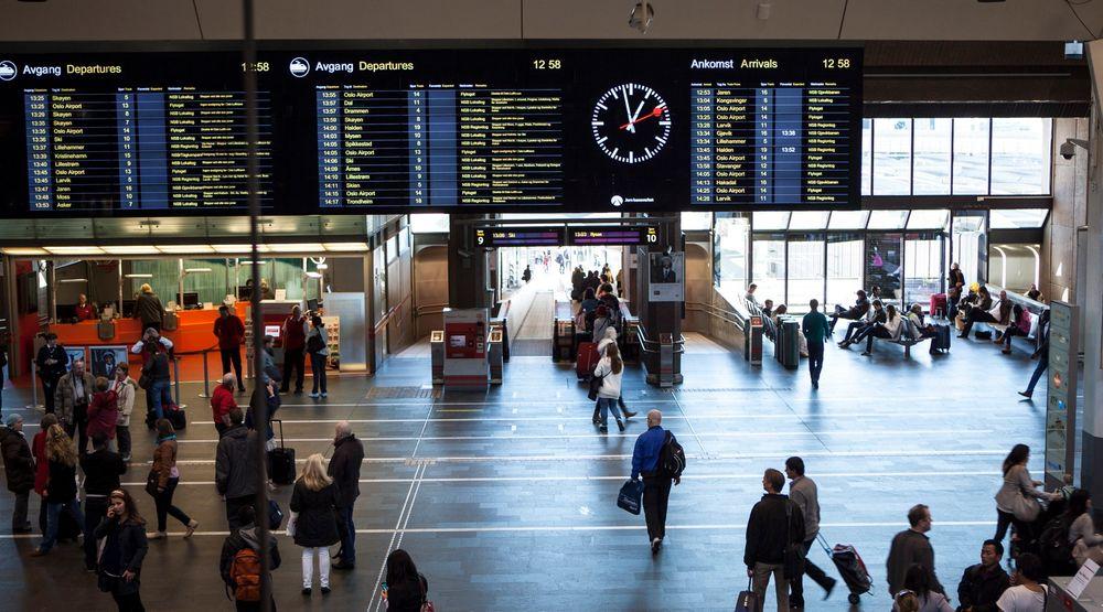 Forsker Sindre Høyland mener vi bør vurdere samme type overvåkning av offentlig transport som i Madrid til norske transportterminaler som Oslo S.