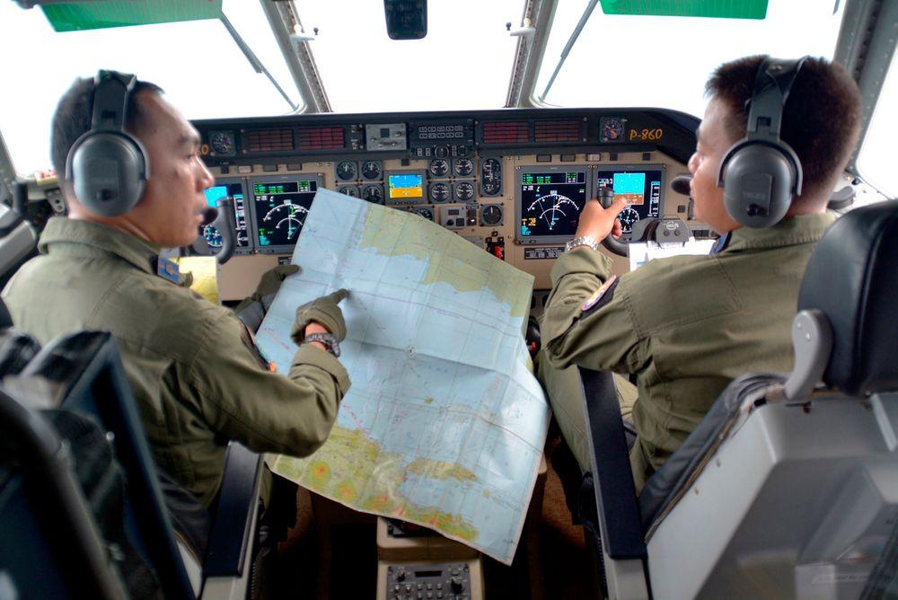 Indonesia bekrefter funn av vrakrester fra savnet fly.