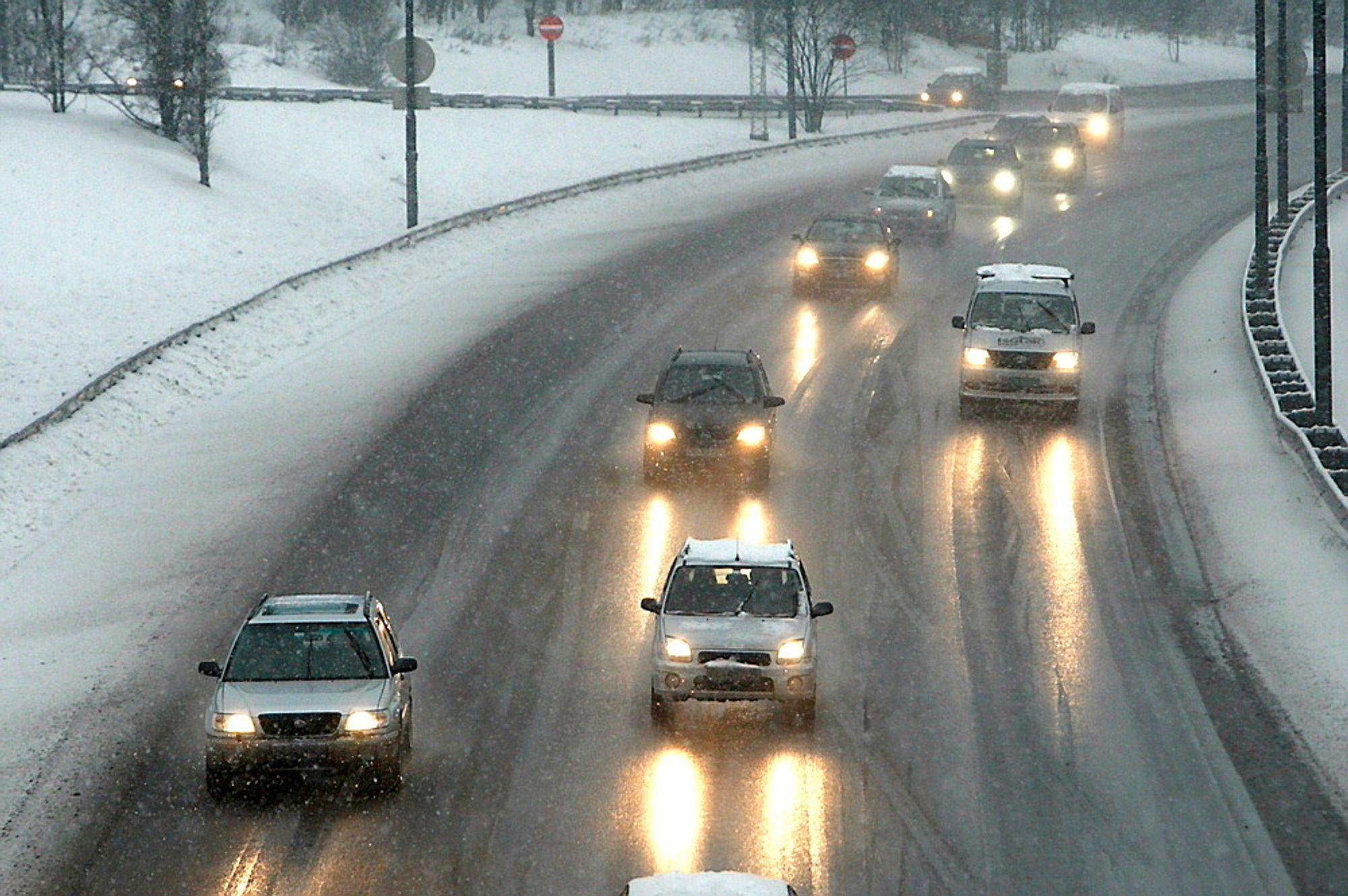 Fartssperre i biler vil kunne gi færre dødsulykker, mener Trygg Trafikk.