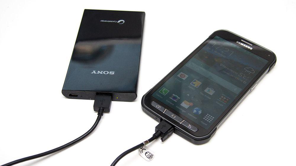 En batteripakke kan gi deg ekstra strøm når du er på farten. Smart på reise, eller å ha i bakhånd i tilfelle du skulle gå tom for strøm på mobilen eller andre dingser.