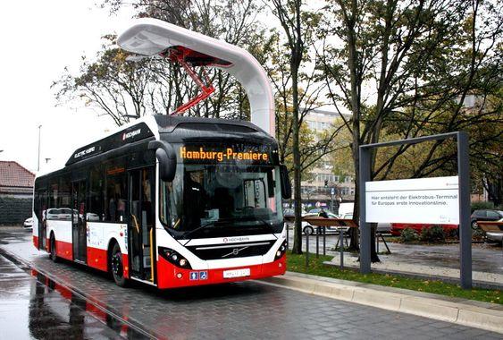 Tre av Volvos nye ladbare hybridbusser settes i drift i Hamburg nå i desember. Her er en av endestasjonene der bussen hurtiglades i inntil seks minutter med 150 kW effekt.