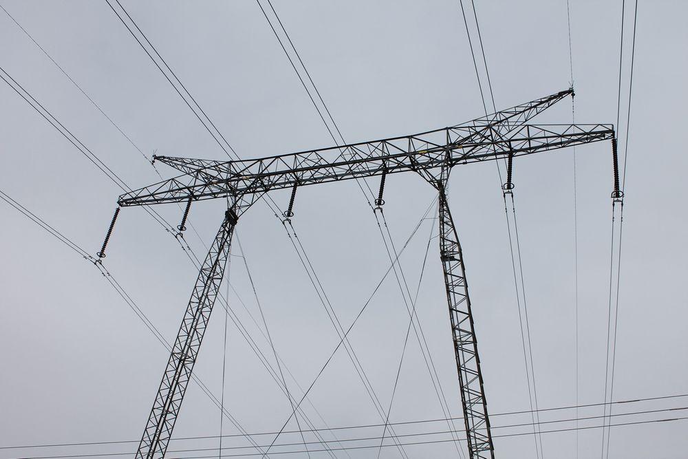 Ved mildvær og lavt kraftforbruk risikerer forbrukerne å betale dobbel pris på strømmen hvis de har kjøpt en strømpakke med maksforbruk, á la det man opererer med i mobilbransjen.