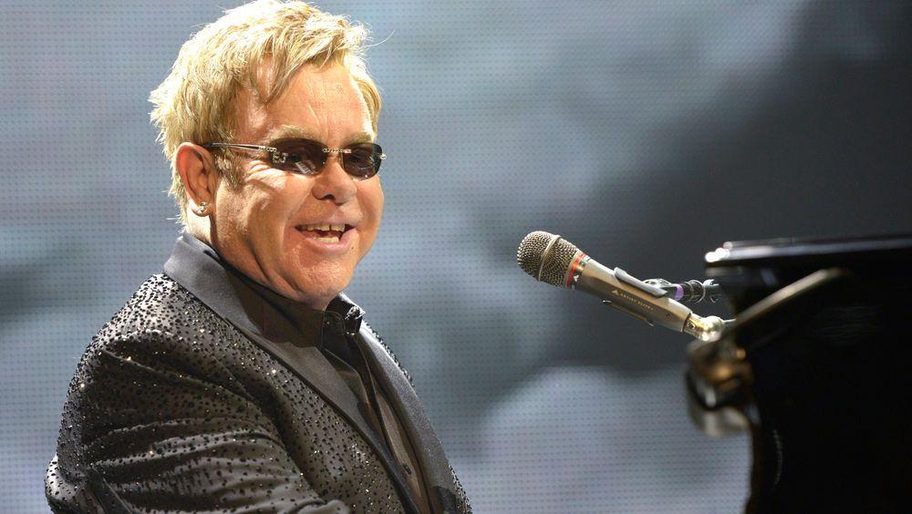 KAPTEIN PÅ STATOIL-FEST: Elton John.