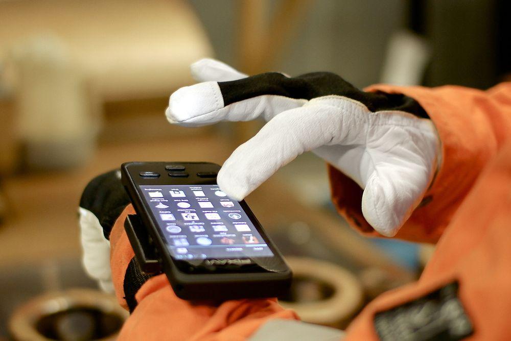 Å bruke mobile enheter til å registrere og rapportere data fra vedlikehold i felten, kan øke effektiviteten. Med Bartec Pixavi's smarttelefon for eksplosjonsfarlige områder, kan teknologien nå også tas i bruk offshore.
