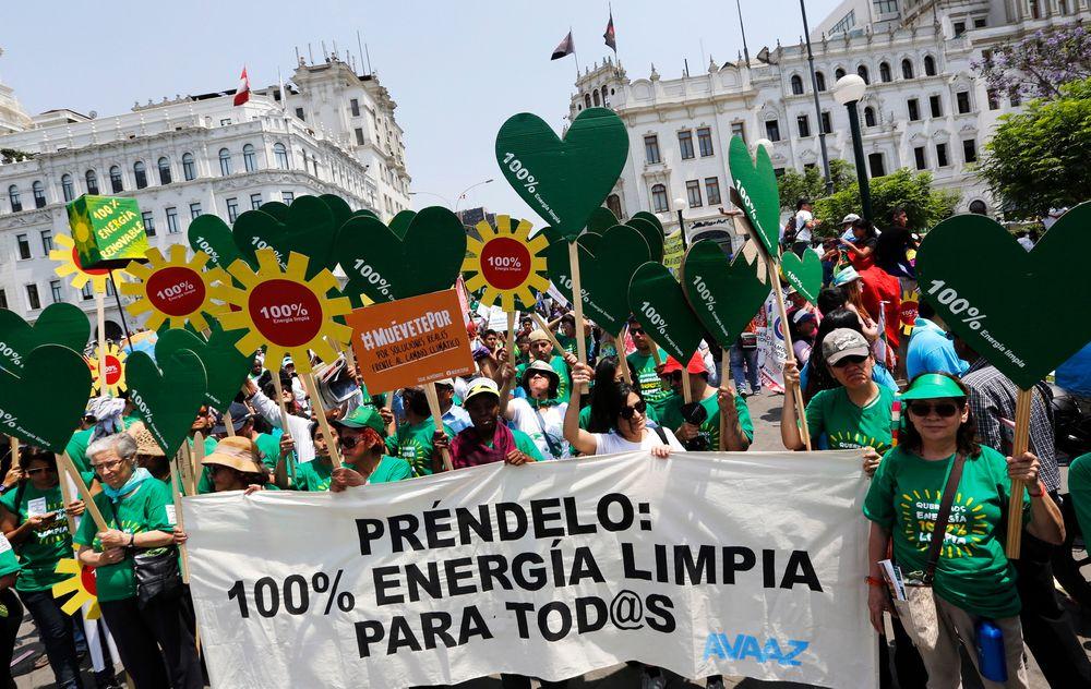 Onsdag demonstrerte miljøforkjempere i Perus hovedstad Lima i forbindelse med klimamøtet som foregår.