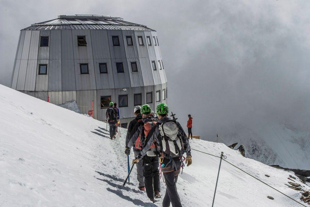 Refuge du Gouter ligger på 3835 meters høyde på toppen av Aiguille du Gouter.