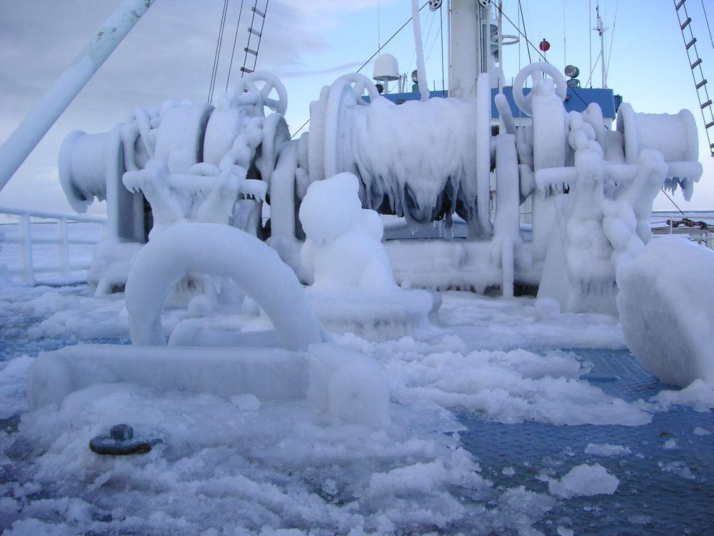 Kaldt: Her har et skip blitt fullstendig nediset i møtet med den arktiske kulden.