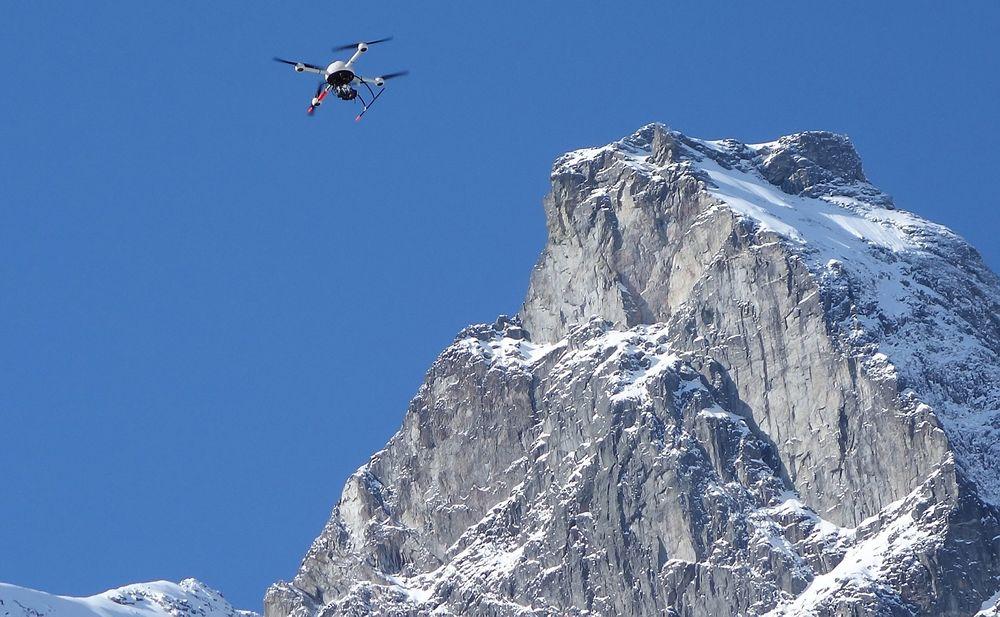 Overvåke: Ubemannede droner kan overvåke områder der det er vanskelig og risikabelt for mennesker å ta seg frem.