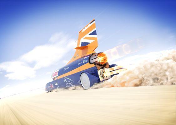 En EJ200 turboviftemotor og tre Nammo rakettmotorer skal få Bloodhound SSC opp i tusen miles i timen (1609 km/t).