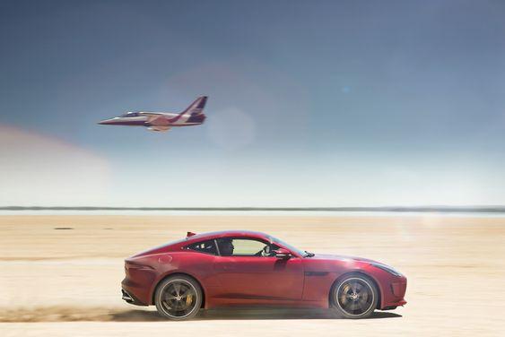 Bloodhound-prosjektet har nettopp fått Jaguar med på laget. Første oppdrag var å teste telemetriske løsninger her på arenaen for rekordforsøket i 2016. I tillegg skal bilprodusenten levere motoren som skal forsyne rakettmotorene med oksidasjonsmiddel.