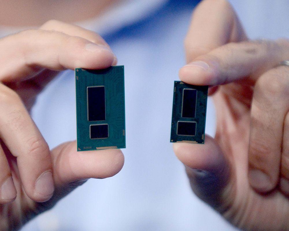 Intels nye Broadwell-prosessor (t.h) er den første som er tilvirket med 14 nm produksjonsteknikk.