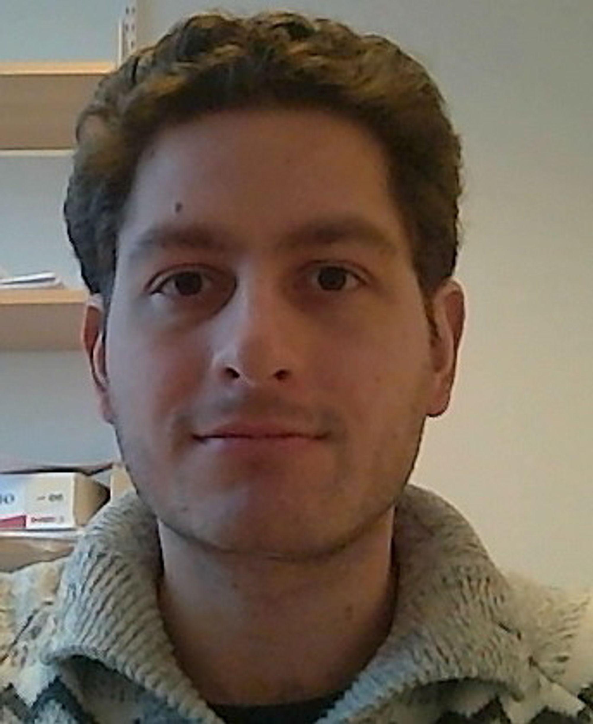 Tommaso Cella er stipendiat ved Institutt for elektronikk og telekommunikasjon ved NTNU, med kontor på Universitetssenteret på Kjeller.