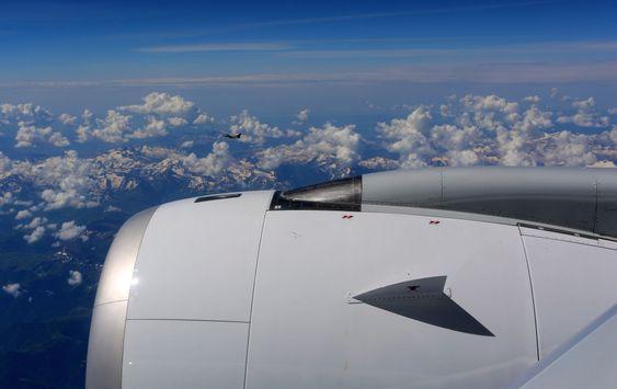 En aldri så liten maktdemonstrasjon av fransk flyindustri med Dassault Rafale i formasjon med A350 XWB.