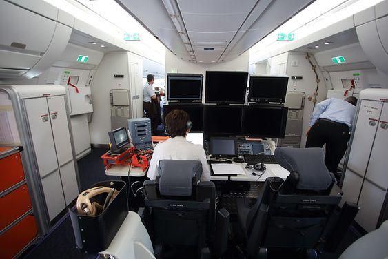Selv om MSN-2 altså er utstyrt med passasjerkabin, er det like fullt utstyrt med en god del måleinstrumenter. Dette er utelukkende knyttet til kabinrelatert utstyr.