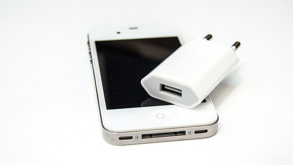 Laderen som ble levert med iPhone 3GS, 4 og 4S trekkes tilbake på grunn av brannfare.