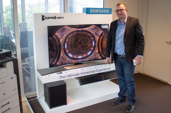 Multoroom til TV-en: Produktsjef for lyd og bilde i Samsung, Knut Rørnes, tror lydplanken med subwoofer vil bli populær. Den vil gi veldig mye bedre lyd på TV-en, men kan også brukes som lydanlegg på stua og til og med sende TV-lyden til andre rom.