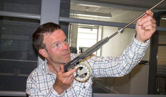 Laksens overmann: Nesoddmannen Robert Selfors har tenkt nytt i en gammel og tradisjonsbudet bransje og startet produksjon av en helt ny stang til fluefiske.