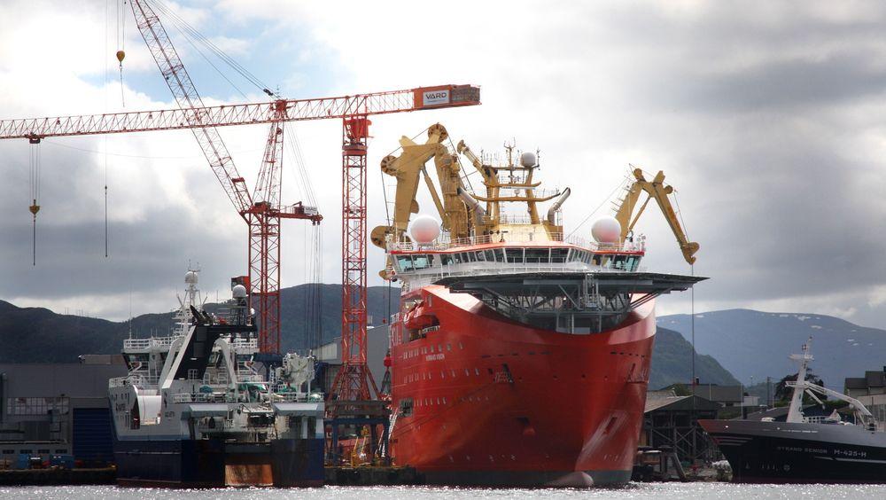 Normand Vision ved kai på Vard Søviknes. For Ocean Installer og Solstad var det ikke aktuelt å bygge noe annet sted enn i Norge, og fikk skipet levert til rett tid og på budsjett.