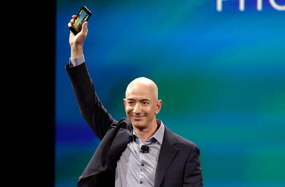 Amazon-sjefen Jeff Bezos viser fram Amazons nye smarttelefon, Fire Phone i Seattle.