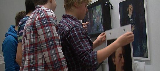 Det er lettere å posere som Munch med litt hjelp fra venner. Denne delen av prosjektet var veldig populær blant de unge.