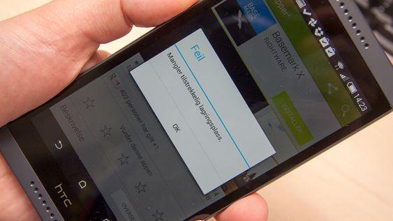 Sukk og stønn. 8 GB lagringsminne er ikke all verden på en telefon i dag. Heldigvis støttes minnekort også.
