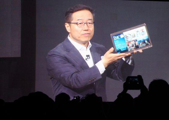 Samsungs DJ Lee sparte ikke på superlativene da han presenterte Galaxy Tab 5. Han la mest vekt på en bedre bildegjengivelse som følge av at de benytter en Amoled-skjerm.