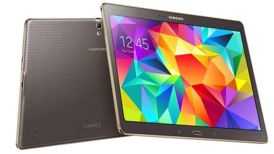 Med unntak av en list av «gull» på sidene, er designen inspirert av telefonen Galaxy S5.