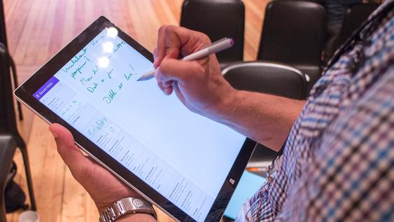 Erstatter papir: Surface Pro 3 overasket stort med hvordan skjermvisnignen fulgte etter pennen. Med umerkelig etterslep kan dette nettbrettet være en god erstatter for skriveblokken.