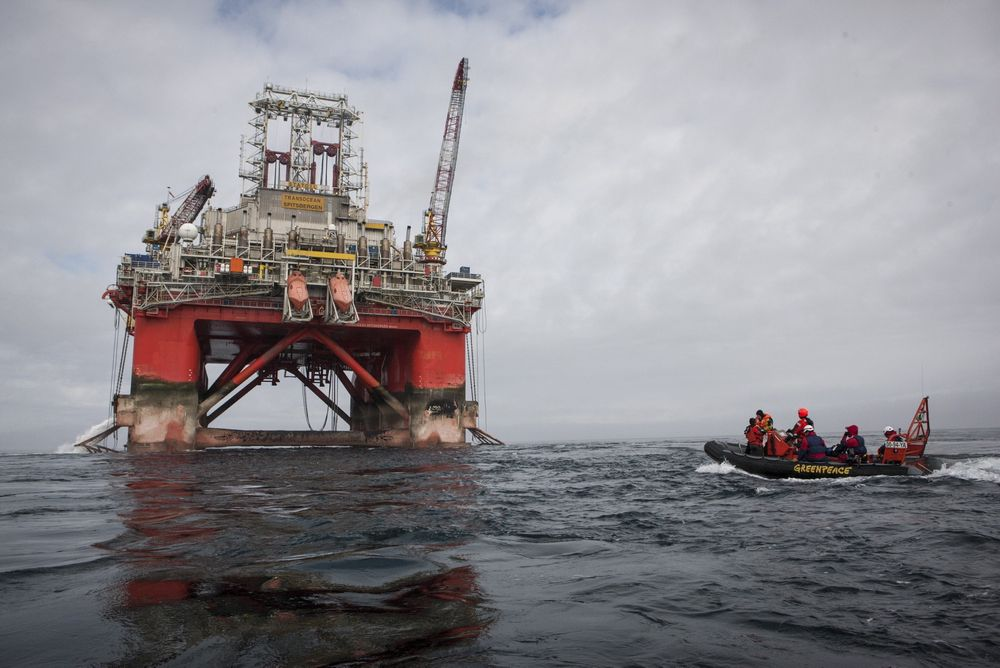 KONTROVERSIELL: Greenpeace-aktivister bordet i mai boreriggen Transocean Spitsbergen for å protestere mot Statoils boringer i Barentshavet.