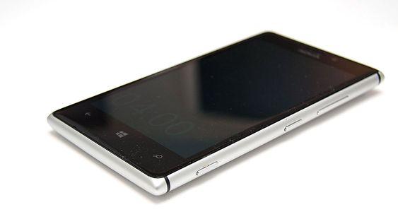 Nokia Lumia 925 har falt mye i pris siden den ble lansert. Den har ramme i aluminium og et bra kamera.