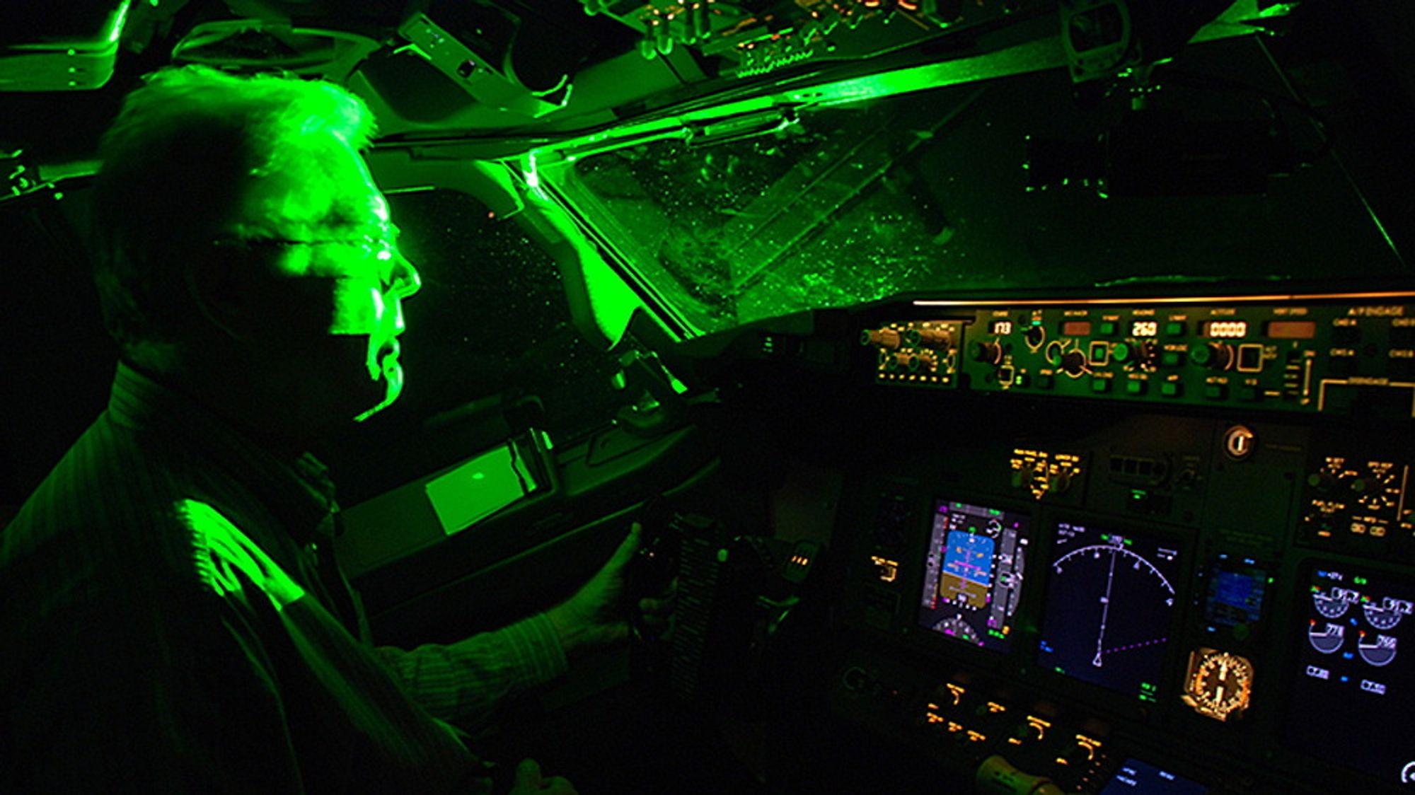 Et nyutviklet filter skal stoppe uønsket belysning av cockpiten på fly.