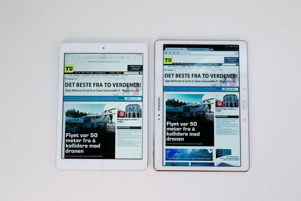 Større: Det største av Samsungs nye Galaxy Tab S nettbrett skal konkurrere direkte med Apples iPad Air. Det er vanskelig å gjengi det visuelle inntrykket av skjermen på et foto på nettet, men det kommer nok frem at det er en del mer smell i fargene. Sortnivået er også vesentlig bedre på Samsungs AMOLED-skjerm. Den høyere oppløsningen og skjermforholdet på 16:10 i stedet for 4:3 gjør også at man ser mer av nettsiden.