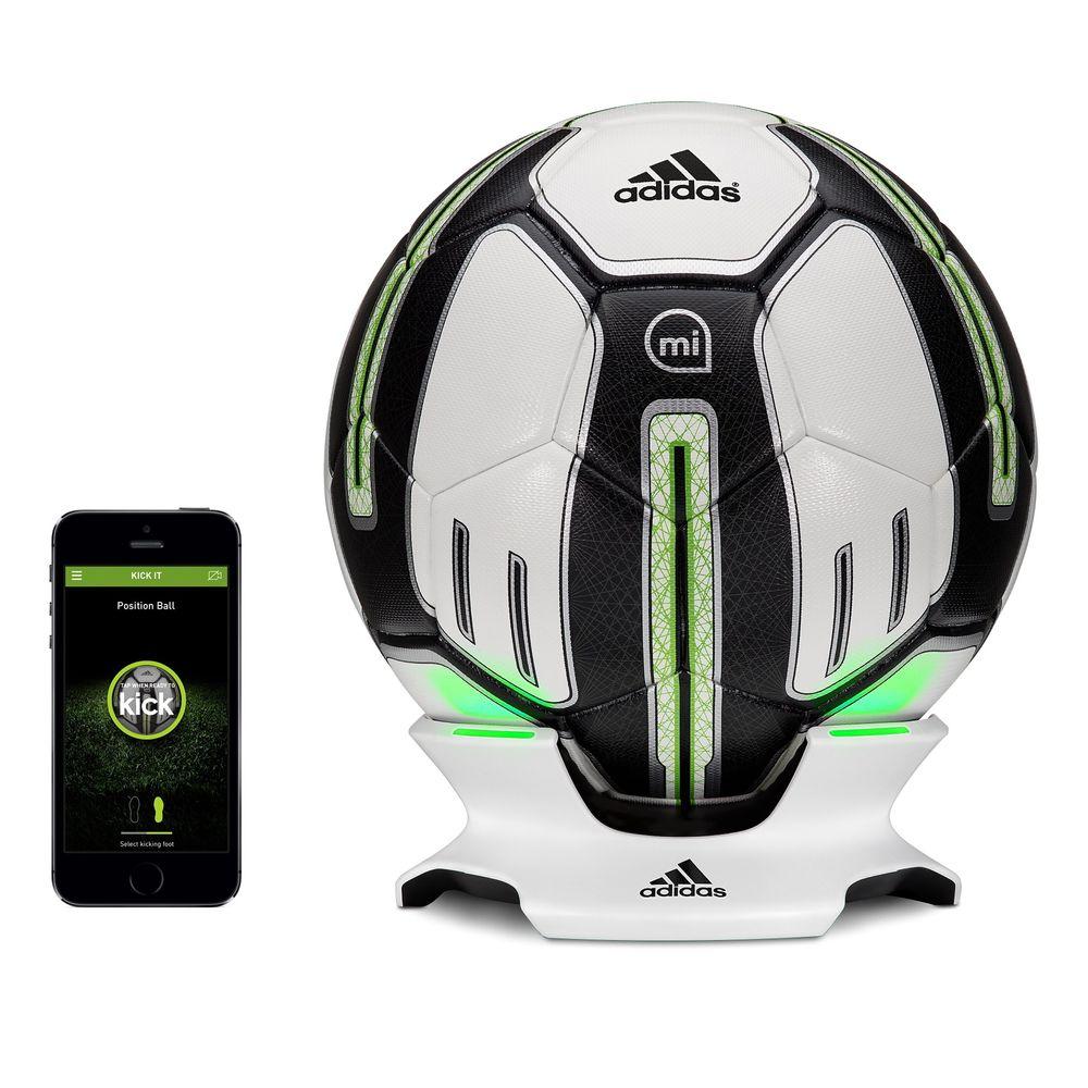 Hightech fotball: Adidas nye miCoach fotball, med medfølgende lader og app tilgjengelig på Appstore, lvoer å forbedre dine forballprestasjoner