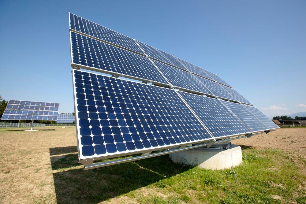 Norsk bistand bør satse mer på sol- og vindkraft og mindre ensidig på vannkraft, mener Riksrevisjonen.