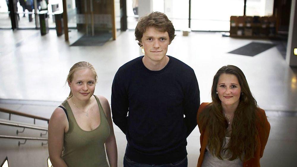Fornybar utdannelse, men får de jobb?: Kristine Domaas Klementsen, Johannes Dugstad og Anette Nedreli er de første ved UiB som har tatt en master i fornybar energi.