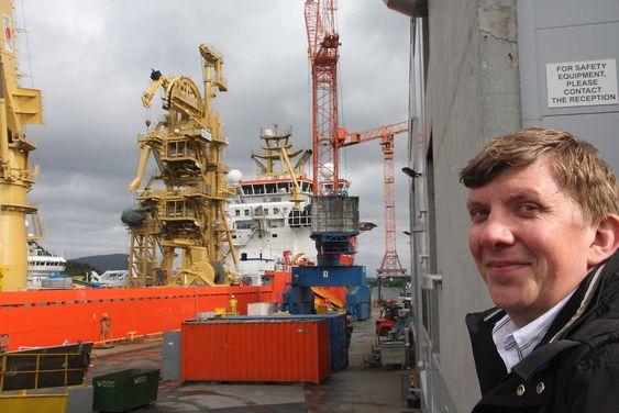 Stolt: Prosjektleder for Ocean Installer, Jørn Waalen, ser med tilfredshet at skipet snart er klar for Draugen-oppdrag.