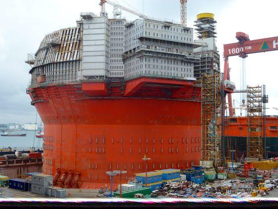 Goliat-feltet blir det første oljefunnet i drift i Barentshavet, og har gjort en rekke tilpasninger for å takle for eksempel mørket og lave havtemperaturer.