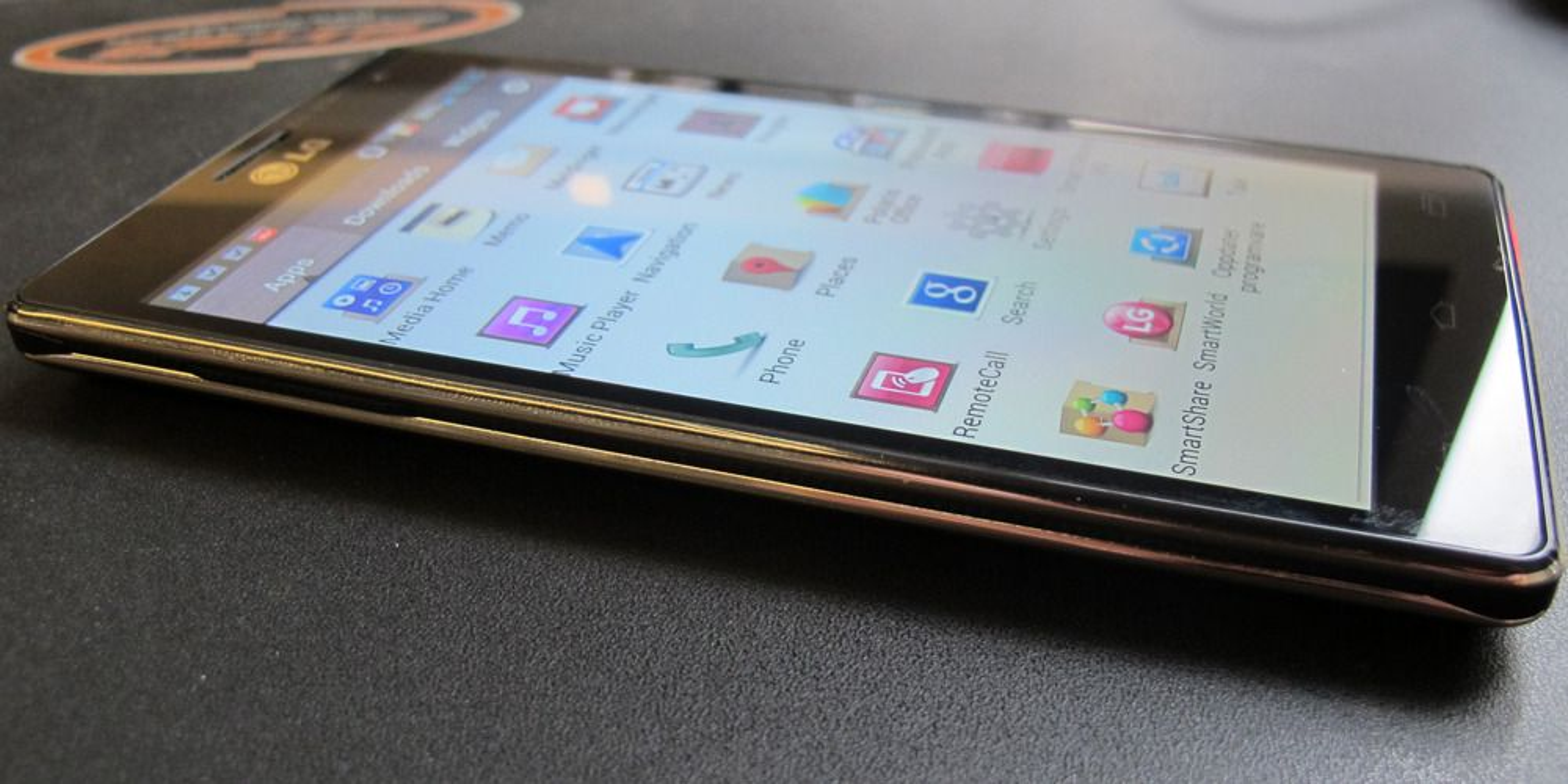 LG lover fleksibel mobilskjerm i 2013
