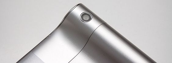 Kameraet sitter på selve sylinderen, og peker bakover.