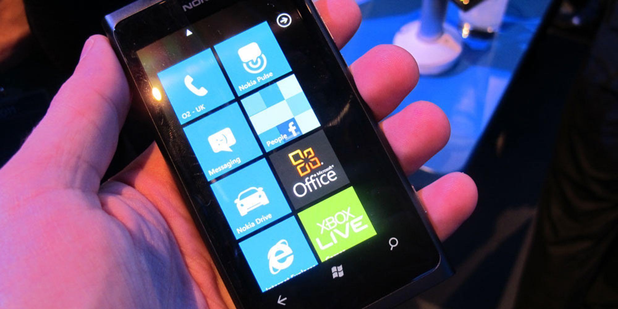 Nokia Lumia 800 selger bra, og dårlig