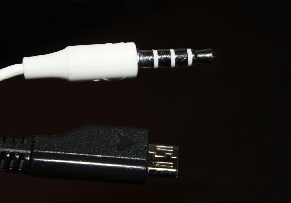 Samsung med minijack og USB på alt