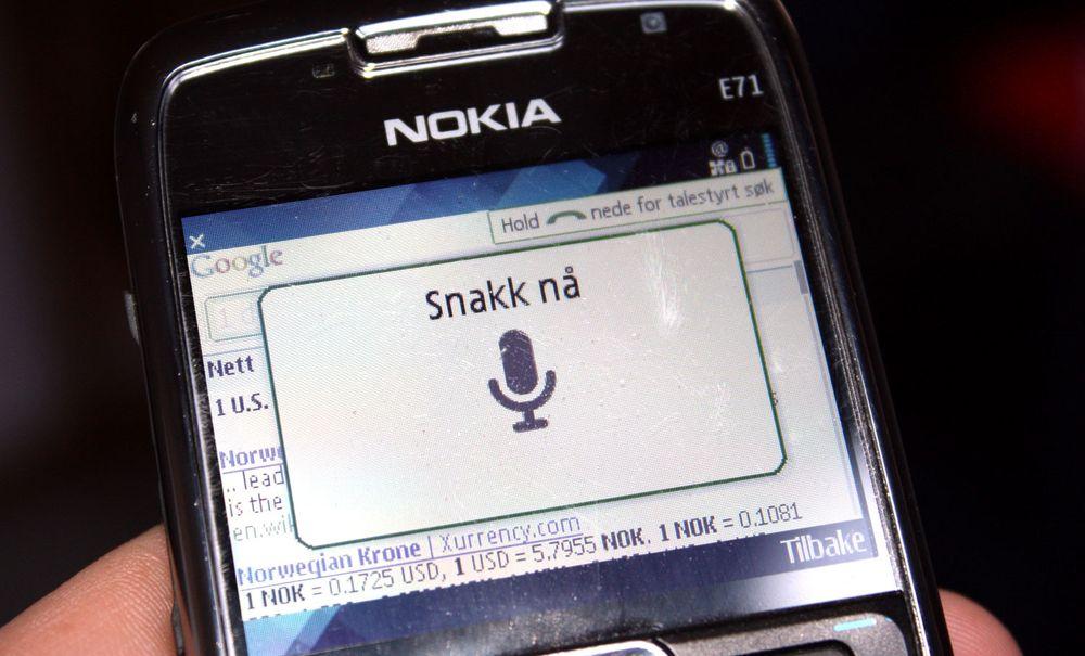 Snakk til Google på Nokia-telefonen din