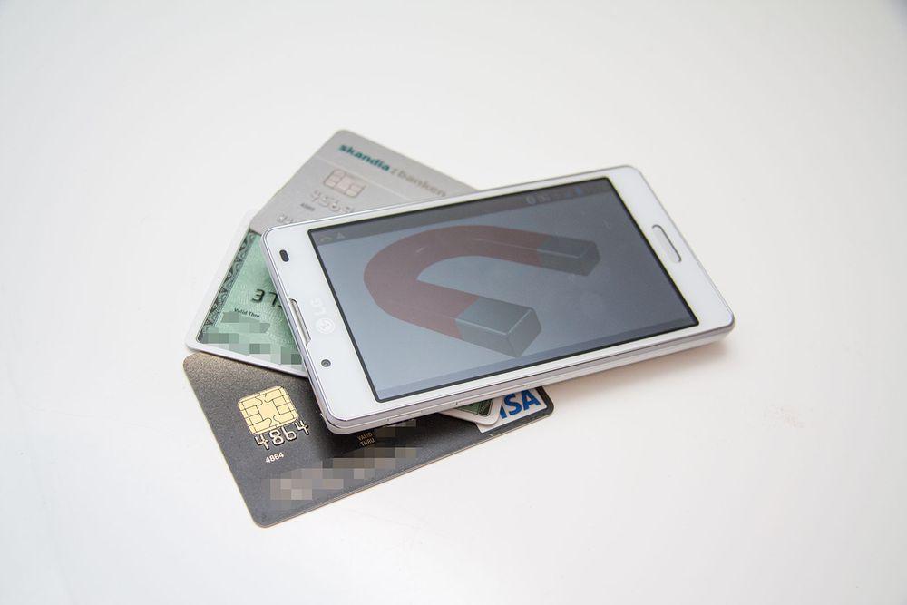 Blir kortet avmagnetisert av mobilen?
