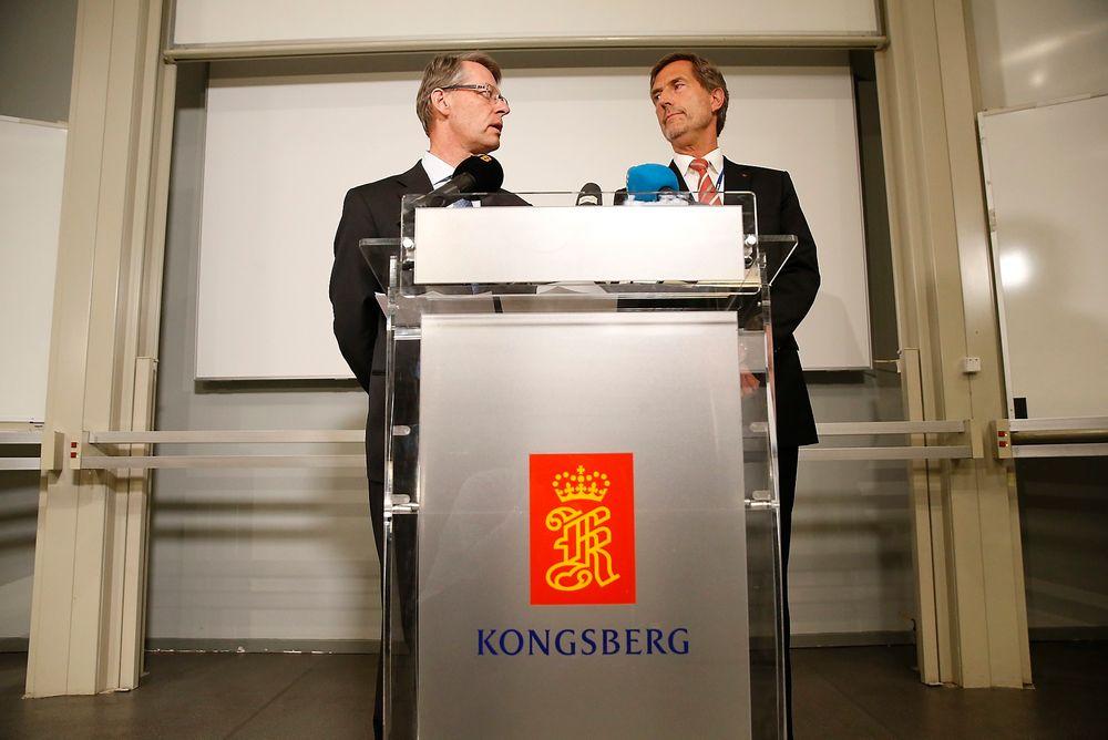 Administrerende direktør i Kongsberg Gruppen, Walter Qvam (t.h.) og styreleder Finn Jebsen under en pressekonferanse i anledning at en av selskapets ansatte er siktet for grov korrupsjon i forbindelse med leveranser til Romania.