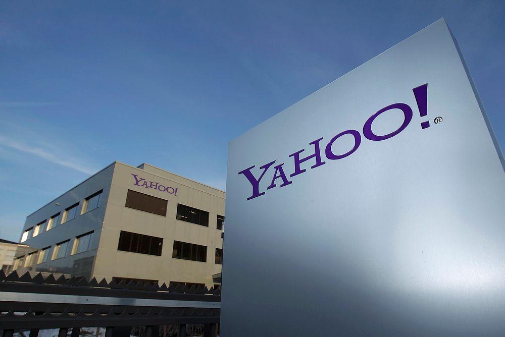 Internettgiganten Yahoo reagerer med vantro og sinne på at millioner av bilder som deres kunder har tatt med sine web-kameraer, ble samlet inn av den britiske etterretningsorganisasjonen