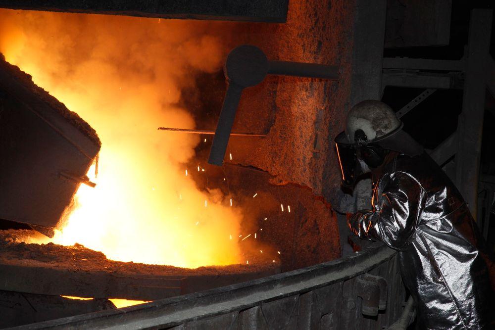 Hvis radioaktivt avfall kastes sammen med vanlig skrapmetall, kan arbeiderne ved smelteverk bli utsatt for store doser radioaktivitet, advarer Statens strålevern.