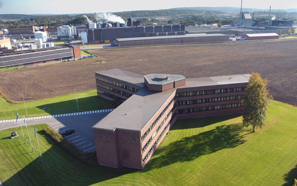 Skal renoveres: Stjernebygget, hovedkontoret til Borregaard, skal totalrenoveres. Håpet er å få bygget fra 1960-tallet til å bli plusshus.