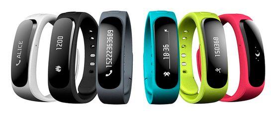 Et på armen: Huaweis nye TalkBand B1 er som de fleste fitnesbånd. Det måler sport og helseparametre. Men dette  kan du også snakke i. Klips av skjermen og putt den i øret som et bluetooth håndfrisett.